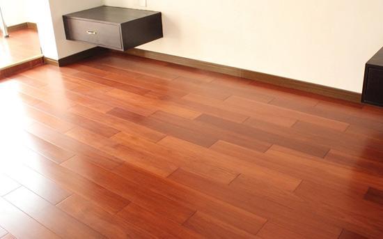 铺地板该用木地板还是地板砖?怎么选择?